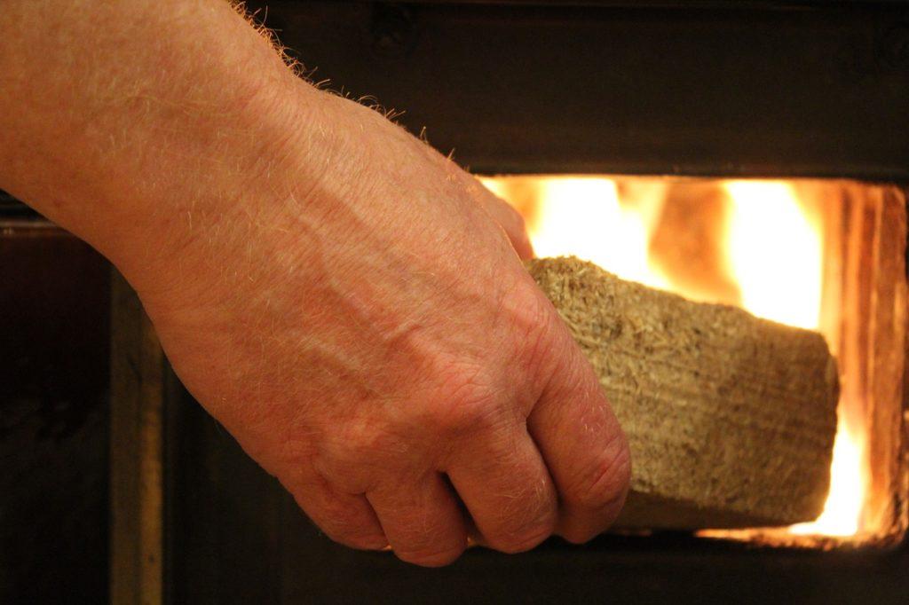 Ventajas de las Briquetas frente a la biomasa sin tratar