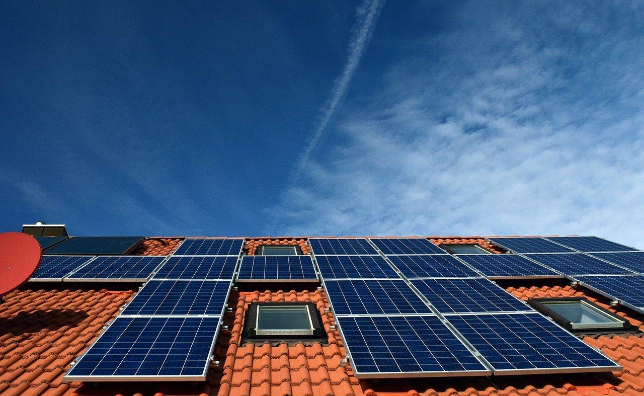 El revestimiento transparente enfría las células solares al tiempo que aumenta la eficiencia
